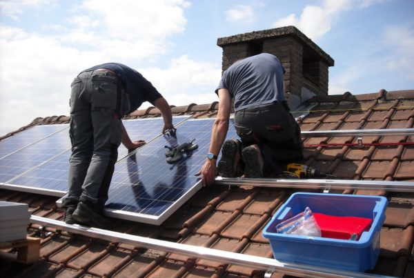 installation de panneaux solaire sur le toit